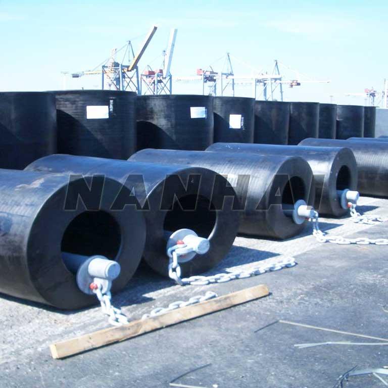 Marine-Hyper-Cell-Rubber-Fender-in-Docks-Solid-Fender-for-Protecting-Ship