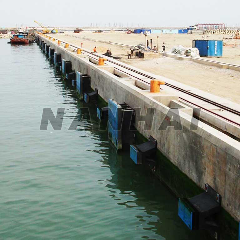 Marine-Rubber-Fender-for-Port,Dock,Wharf,Yacht,Harbor