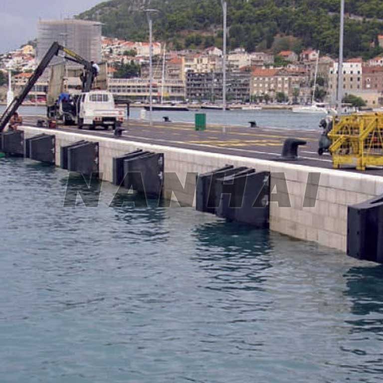 W-Type-Marine-Rubber-Fender-for-Port-Construction-with-Good-Quality