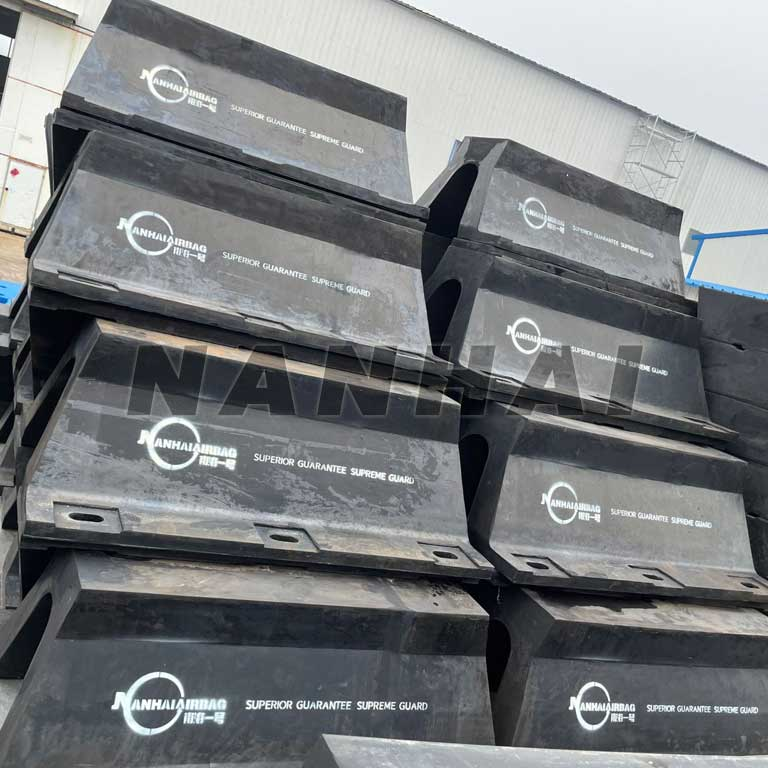 Boat-Ship-super-arch-Marine-Rubber-Fender-for-Wharf-and-Dock-Bumper-Seal-Strip-Rubber-Fender-in-Stock-for-Salings