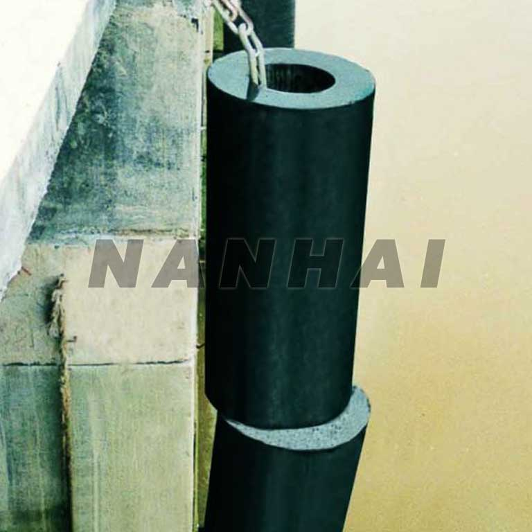 Chinese-Cylindrical-Rubber-Fender-Solid-Marine-Fender-for-Ports-Wharf