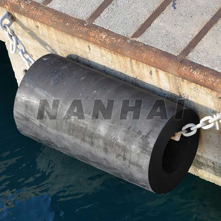 Cylindrical-Rubber-Fender-Solid-Marine-Fender-for-Protect-Ships-or-Boats-and-Ports-Wharf-Docks