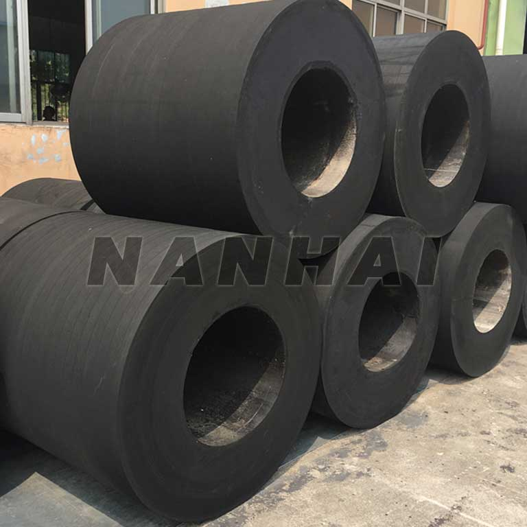 Cylindrical-Rubber-Fender-for-Sale-Solid-Marine-Fender-for-Protect-The-Ships-or-Boats-and-Ports-Wharf-Docks