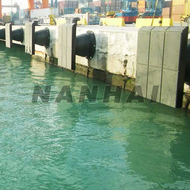 Marine-Fender-Cylindrical,-W,-D-Type-and-Cone-Rubber-Cylinder-Fenders-for-Docks
